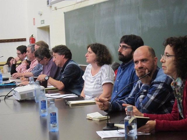 Los participantes en una mesa de debate que impulsa Encontro Cidadán