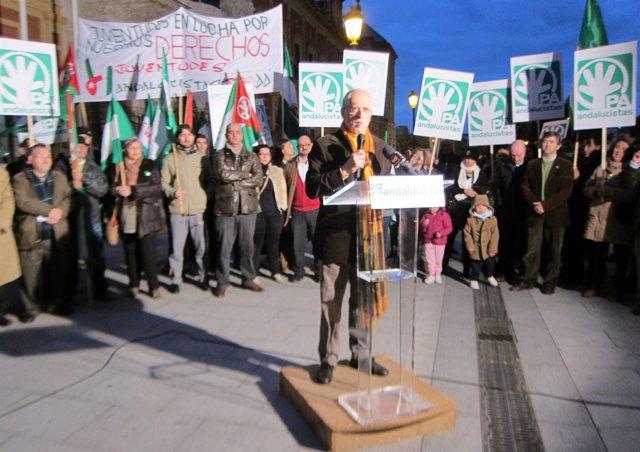 Alejandro Rojas Marcos,  en un acto en Sevilla