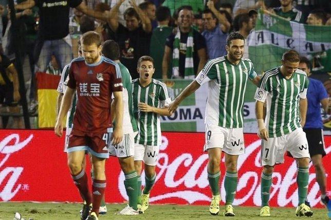 Joaquín asiste en su regreso al Betis