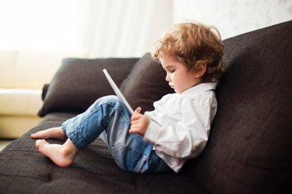 La mitad de las webs y 'apps' comparten información de los niños