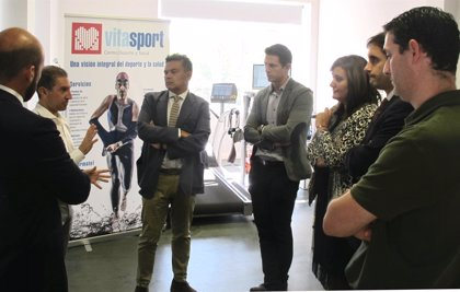 Escobar incide en la importancia de que los jóvenes deportistas realicen reconocimientos médicos
