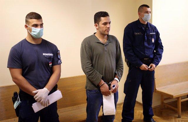 Un inmigrante comparece ante un juez en Hungría