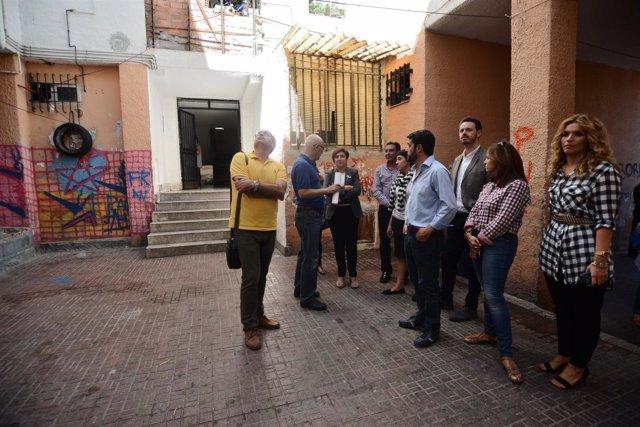 Los delegados de la Junta en el barrio Huerta Carrasco de Motril.