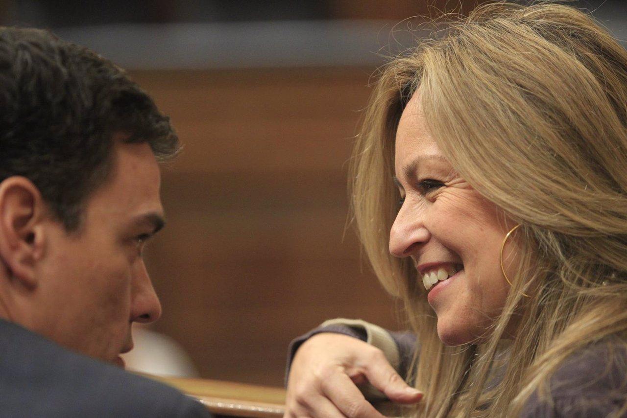 Pedro Sánchez y Trinidad Jiménez en el Congreso