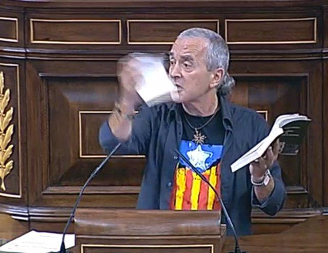 Sabino Cuadra, rompiendo la Constitución en el hemiciclo