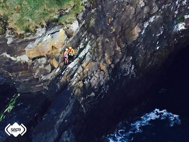 Rescate pescador en Coaña