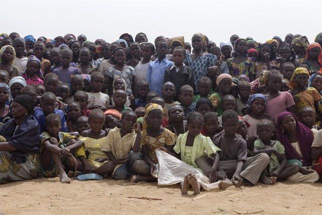 Niños nigerianos en un campo de refugiados de Camerún
