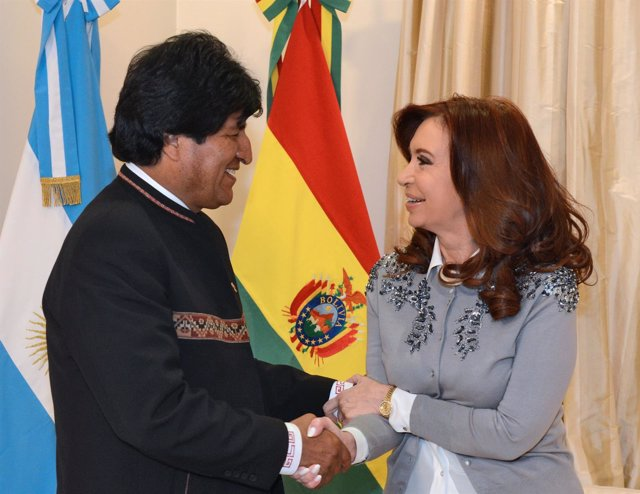 Los presidentes de Bolivia, Evo Morales, y Argentina, Cristina Fernández