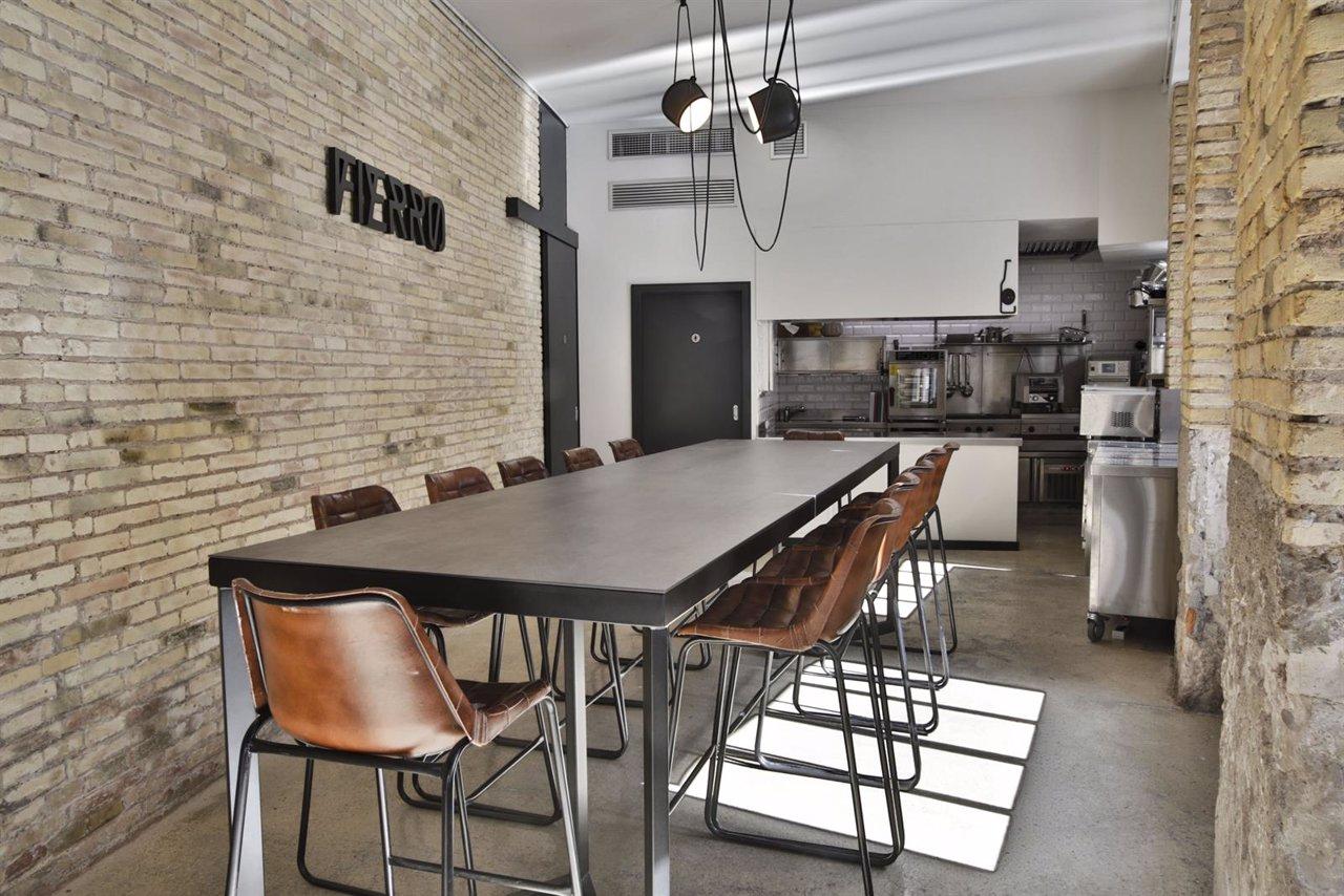 La mesa en el espacio gastronómico  de Fierro