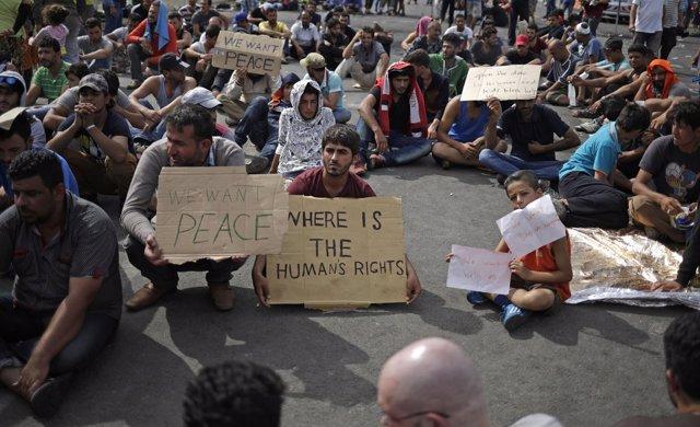 Refugiados protestan en la frontera con Hungría