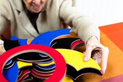Crean un juguete que mejora la psicomotricidad de mayores con demencias