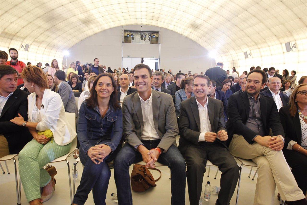 Pedro Sánchez se reúne con alcaldes y concejales