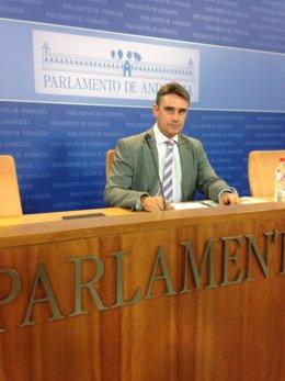 El diputado de Podemos Juan Ignacio Moreno Yagüe en rueda de prensa