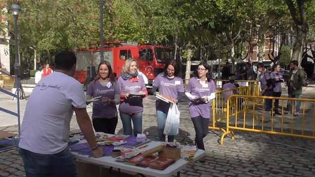 El equipo de la III Lanzadera de Empleo recogió material escolar solidario