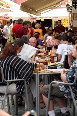 Veladores Llenos En El Centro De Sevilla