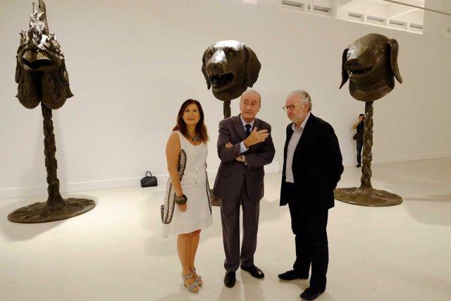El alcalde, Francisco de la Torre, visita la obra de Ai Weiwei