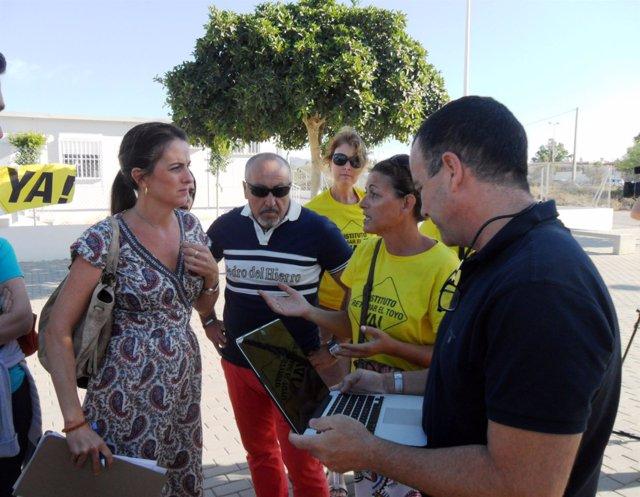 Martín y Venzal dialogan con los padres de los alumnos del IES Toyo