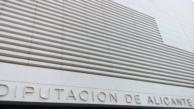 Fachada principal del Auditorio de la Diputación de Alicante.