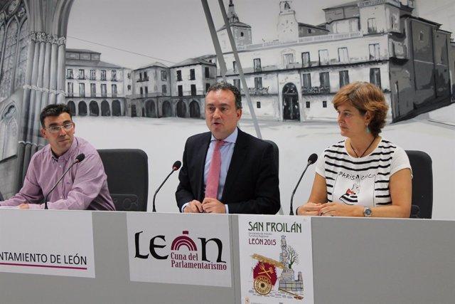 El concejal de Fiestas, el portavoz del Ayuntamiento de León y la edil de Cultur