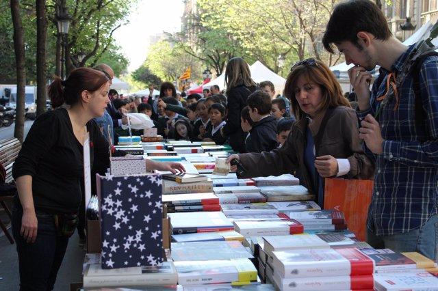 Venta de libros durante Sant Jordi en Barcelona