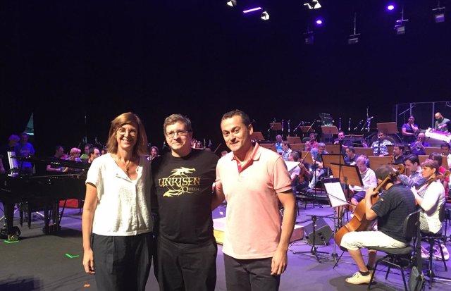 Marta López-Briones, junto a Chema Casanova, en el centro, y Gonzalo Berná