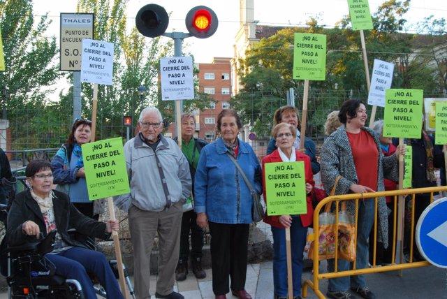 [Prensa] Vecinos De Pilarica Protestan Junto Al Paso A Nivel.(1)