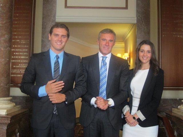 Albert Rivera, Inés Arrimadas (C's) y Borja García-Nieto, del Círculo Ecuestre
