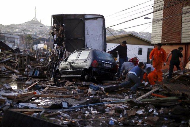Residentes en Coquimbo (Chile) tras el terremoto