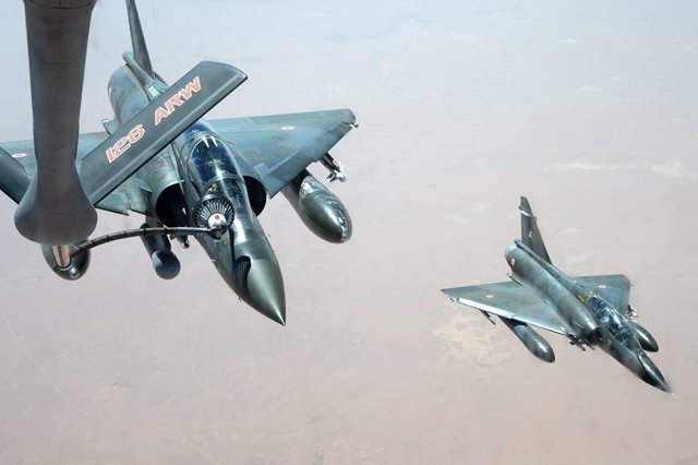 Reabastecimiento en vuelo de cazas franceses Mirage