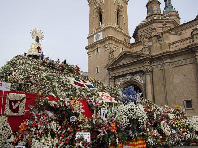 Ofrenda de Flores a la Virgen del Pilar en Zaragoza