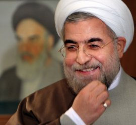 """Rohani matiza que el """"muerte a América"""" es contra sus políticas, no contra el pueblo americano"""