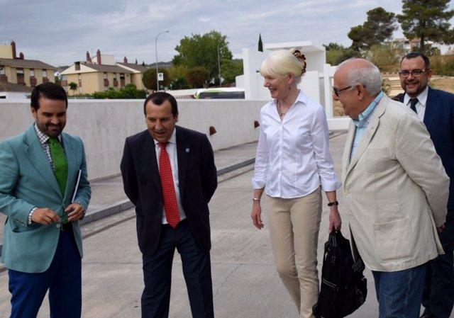 Ruiz Espejo y Margaret Gowen, comisión Icomos Patrimonio Mundial Unesco Dólmenes