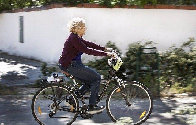 Manuela Carmena, en bicicleta