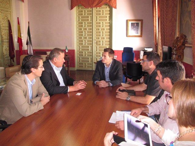 El consejero Bernabé mantiene una reunión de trabajo con el alcalde de Cehegín