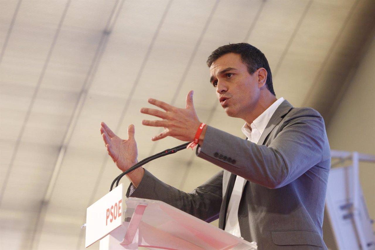 Pedro Sánchez en un acto con alcaldes y concejales
