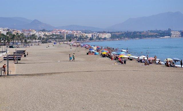 Playa turismo turistas sol Málaga Estepona arena mediterráneo mar