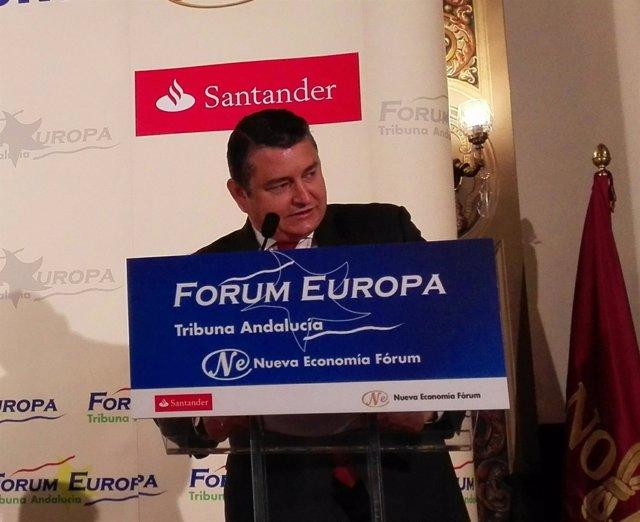 Antonio Sanz durante su intervención en el desayuno informativo