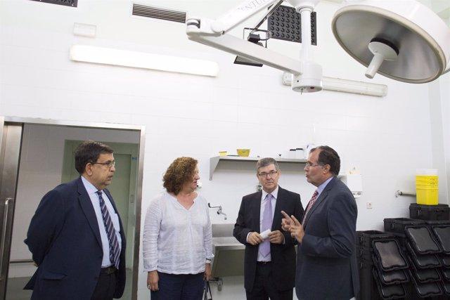 Vicente Guillén visita el Instituto de Medicina Legal de Aragón