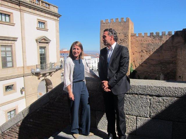 La alcaldesa de Cáceres y el concejal de Turismo