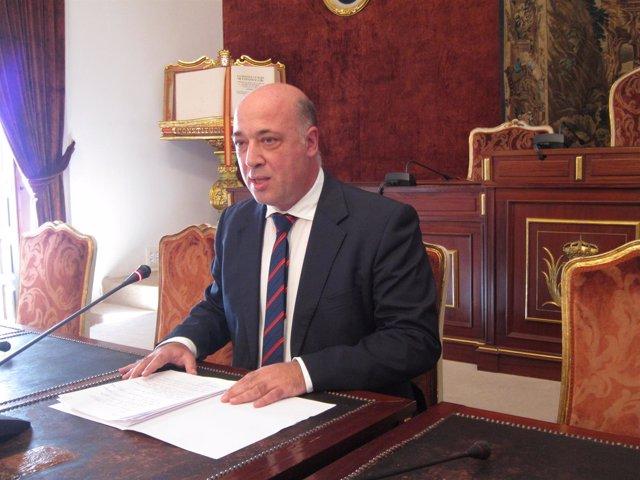 El presidente de la Diputación, Antonio Ruiz, en la rueda de prensa