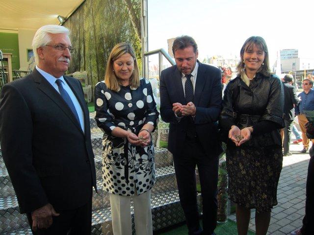 Díaz, Pilar del Olmo y Óscar Puente en la inauguración de Expobiomasa