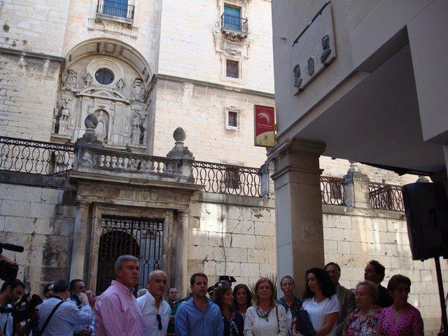 Inauguracivón de la placa conmemorativa de la audiencia a Colón