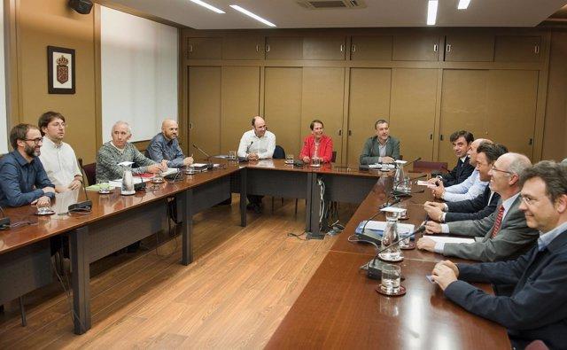 Reunión del Gobierno de Navarra con representantes de CEPES.