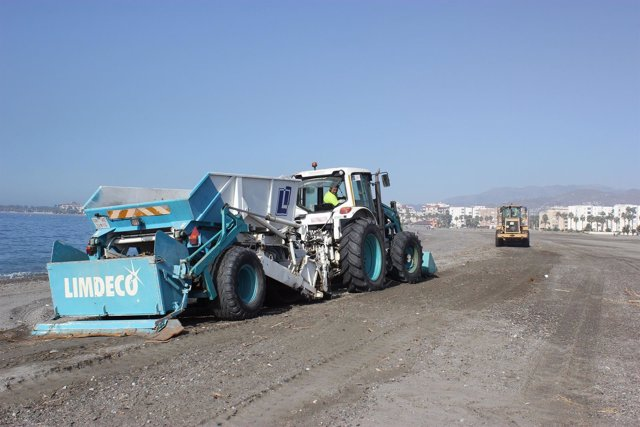 NP Ayto Motril, LIMDECO Finaliza Limpieza De Los Residuos Dejados Por El Tempora