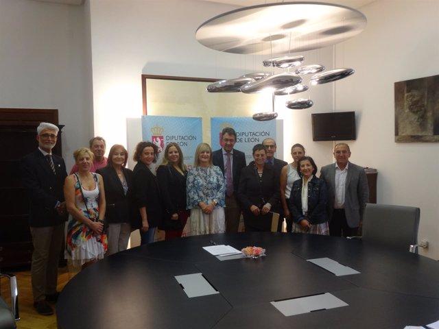 Martínez Majo junto a representantes de asociaciones sociales
