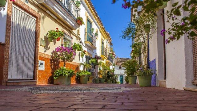 Una calle del centro de Estepona