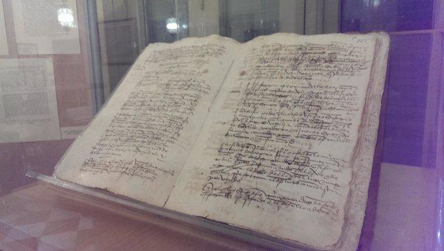 Libro documento archivo municipal málaga felipe el hermoso  fallecimiento muerte