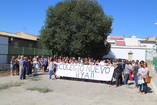 Protesta de padres del colegio La Misericordia