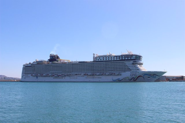 Norwegian Epic Cruise Lines puerto málaga crucero barco buque turismo
