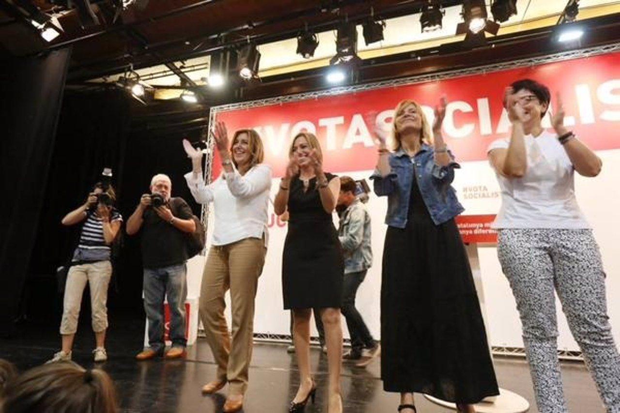 Susana Díaz, en el centro, en un acto de campaña del PSC